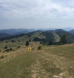 D'Espezel à Comus - randonneur Anja dans le cercle jaune/walker Anja in the yellow circle