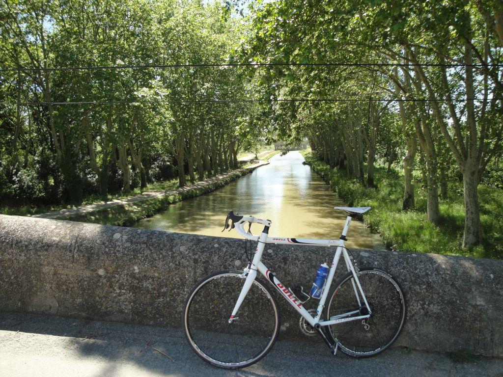 racefiets-bij-Canal-du-Midi-verkleind-1