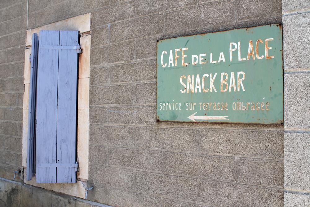 verwijzing-café-de-la-Place-Minerve-Hérault