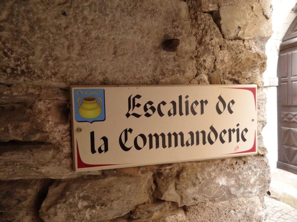 Olargues-escalier-de-la-commanderie-Hérault