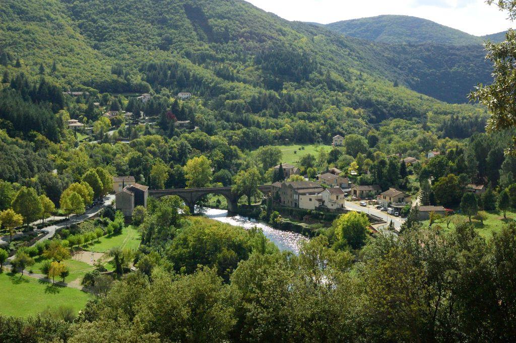 Zicht-op-Olargues-Hérault