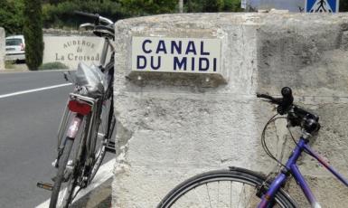 Bruggetje over het Canal du Midi bij Auberge de La Croisade